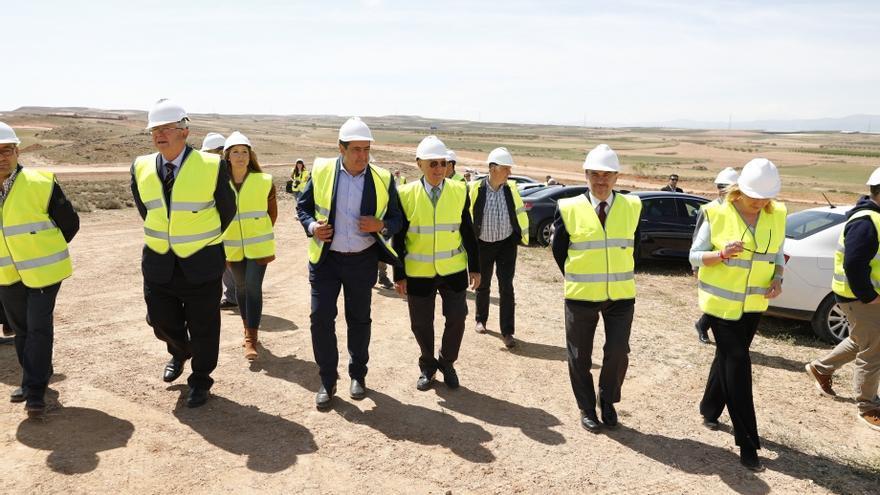 El presidente de Aragón, Javier Lambán, ha visitado este martes las obras de BonÁrea en Épila
