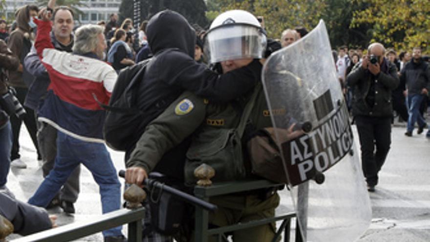 La Policía griega carga contra manifestantes