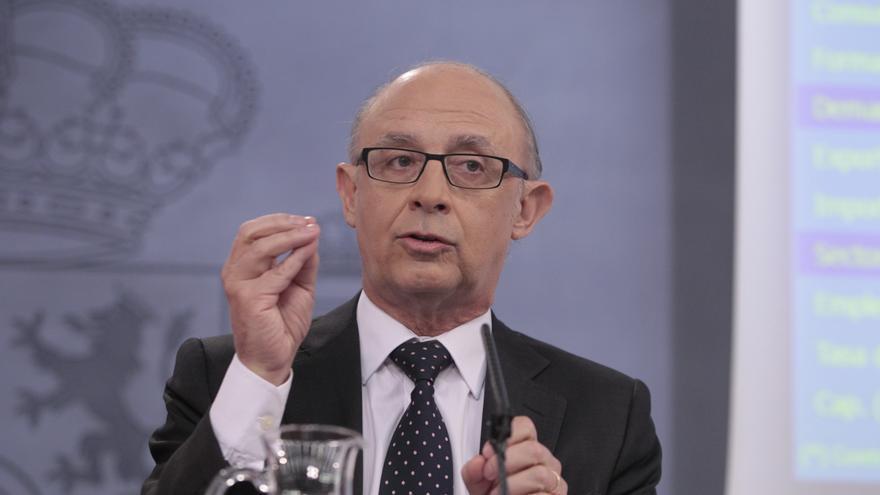"""Montoro dice que el Gobierno estará """"muy encima"""" de las CC.AA para que no haya más impago a proveedores"""
