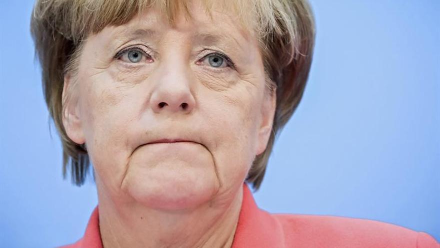 Merkel anima a los alemanes a viajar al extranjero para comprender el mundo