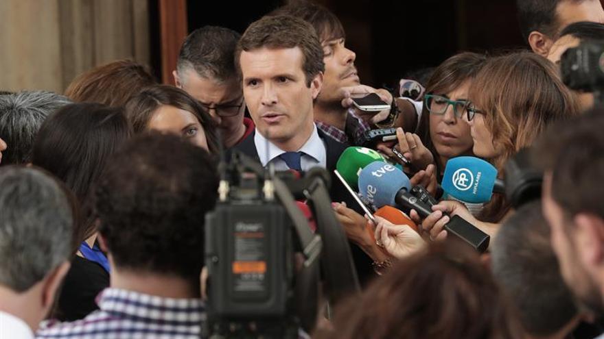 Pablo Casado atiende a la prensa