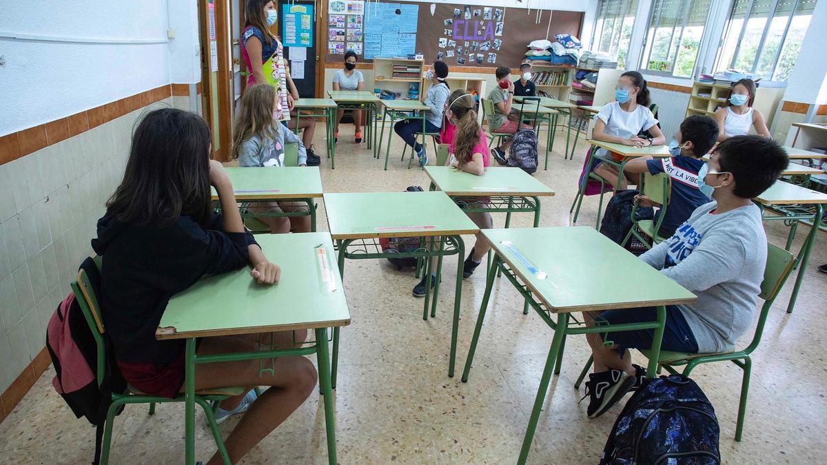 Alumnes de Primària en una classe del col·legi Soler i Godes de Castelló de la Plana.