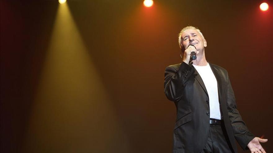 Hoy sale a la venta el CD con el que Víctor Manuel celebra 50 años de carrera