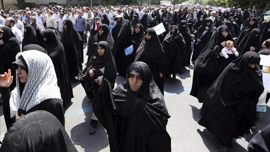 Un clérigo matiza su advertencia a las mujeres tras varios ataques con ácido en Irán