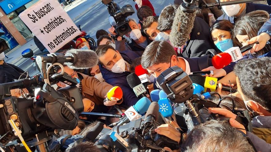 El vicepresidente de la Junta de Andalucía y coordinador autonómico de Cs, Juan Marín, atiende a los medios a su llegada a la Ejecutiva de Cs en Madrid.