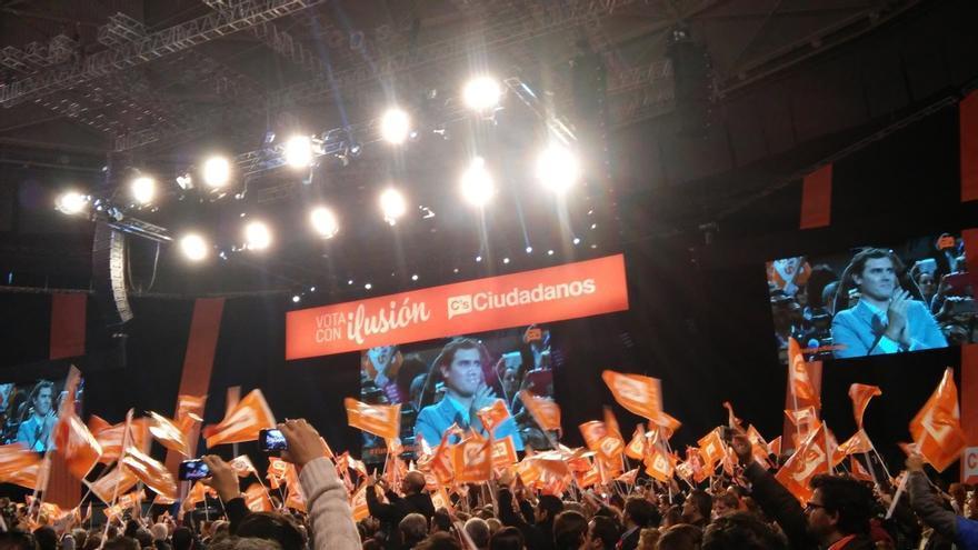 Unas 10.000 personas llenan el Palacio de Vistalegre de Madrid en el acto central de campaña de Ciudadanos