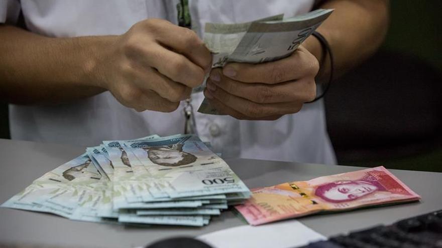 Maduro aumenta un 50 % el salario mínimo mensual en Venezuela