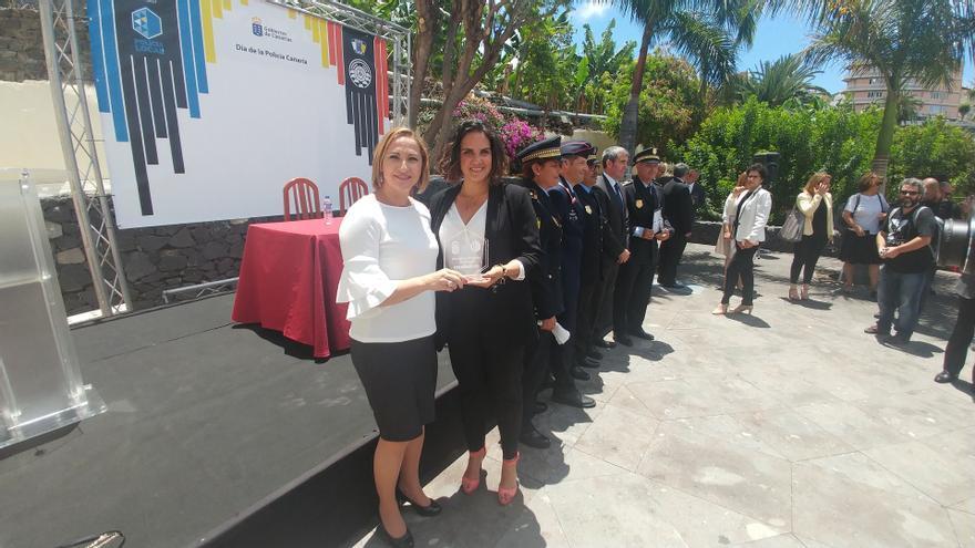 Entrega de la distinción en el Día de la Policía Canaria, este viernes en Tazacorte (La Palma)
