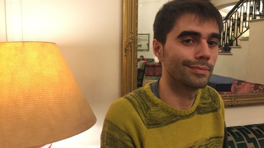 El doctor en Historia Contemporánea por la UPV/EHU el bilbaíno Davi Mota Zurdo, tras la entrevista.