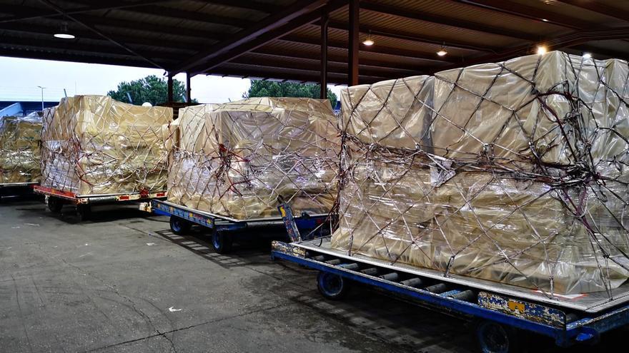 Cargamentos de material sanitario llegado a Canarias.