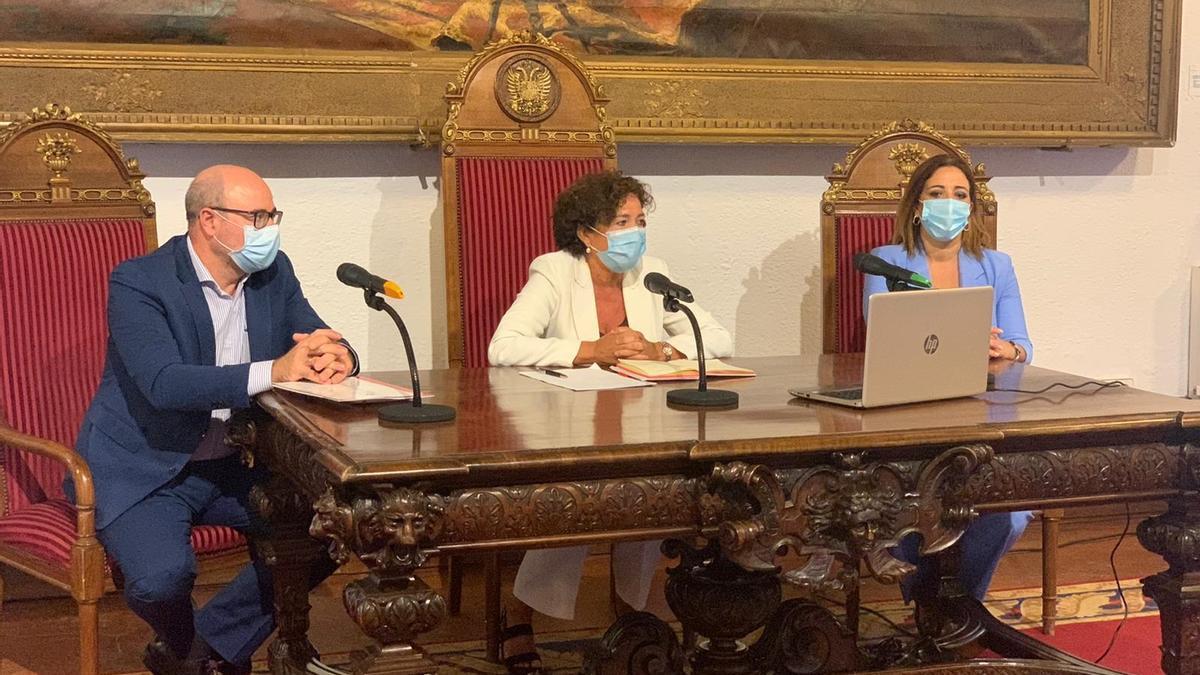 Rueda de prensa presidida por la rectora de la Universidad de Granada, Pilar Aranda, para explicar las medidas adoptadas de cara al inicio de curso.