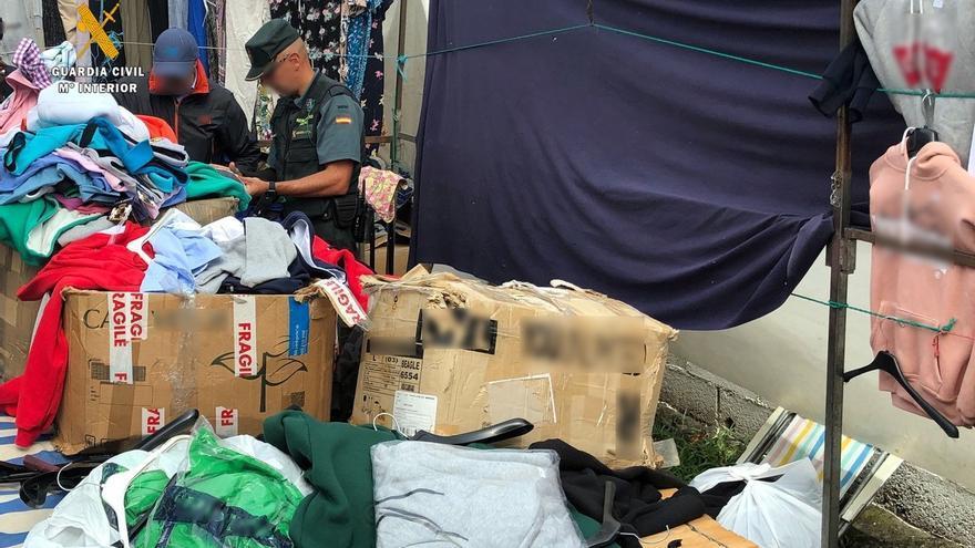 Intervenidas más de 230 prendas falsificadas en el mercado semanal de Oriñón