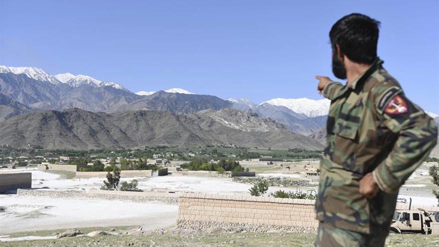 El líder religioso del EI en Afganistán, Ziaulah, murió en bombardeo de EEUU