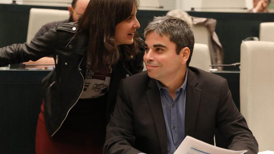 Los concejales de Ahora Madrid Rita Maestre y Jorge García Castaño durante un Pleno del Ayuntamiento.