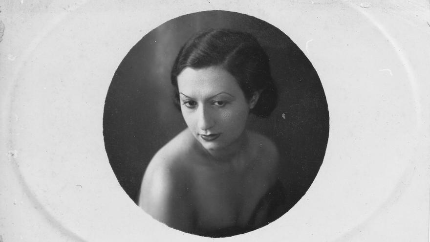 Retrato de Alexia Khoudry que forma parte del álbum familiar de los Midawar, fechado en 1930