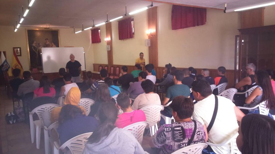 El Ayuntamiento ha puesto a disposición de los profesores de la Autoescuela La Guagua y de los alumnos interesados una sala en la Biblioteca Municipal para las clases presenciales.