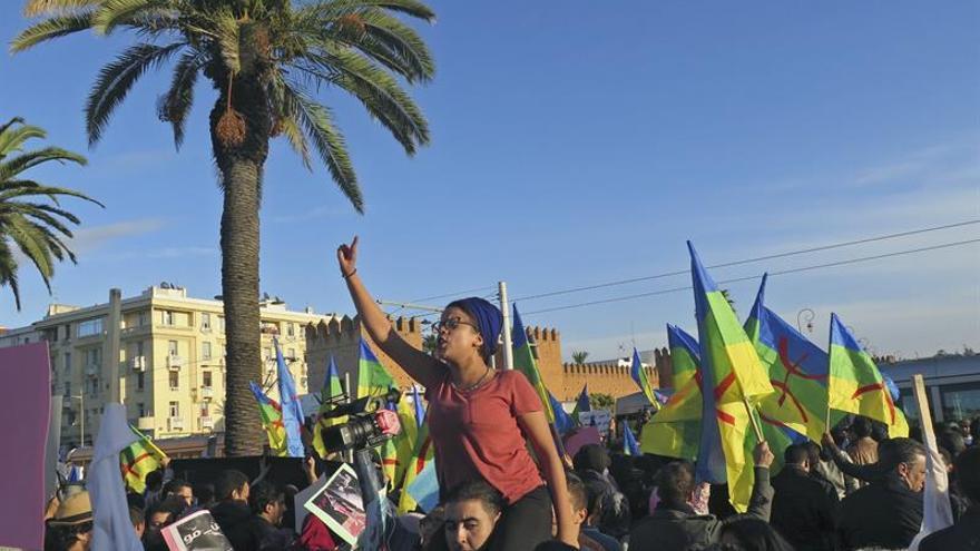 """Protesta en Rabat contra """"el sistema"""" por la muerte de un joven en Marruecos."""