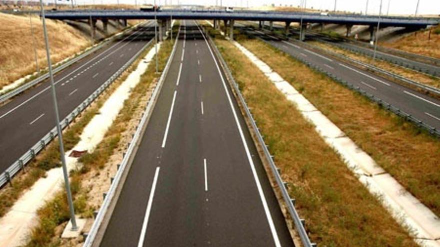 """Fomento considera que quedarse con las autopistas radiales quebradas no será """"tirar el dinero"""""""