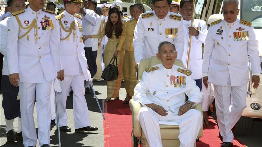El rey de Tailandia tratado en el hospital por una inflamación intestinal