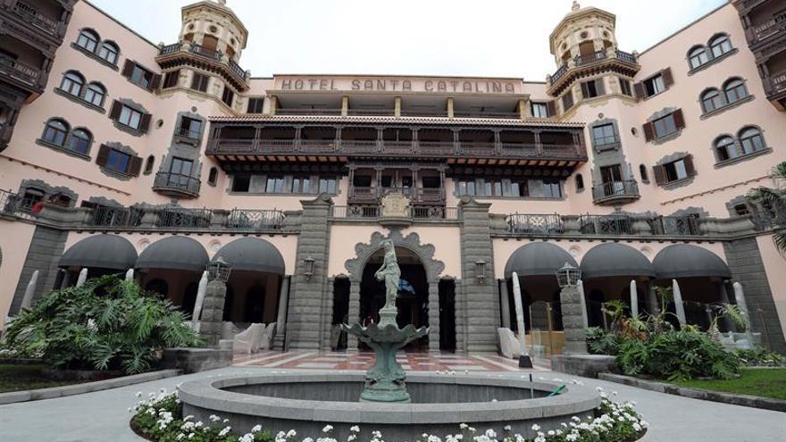 Fachada principal del Hotel Santa Catalina de Las Palmas de Gran Canaria.