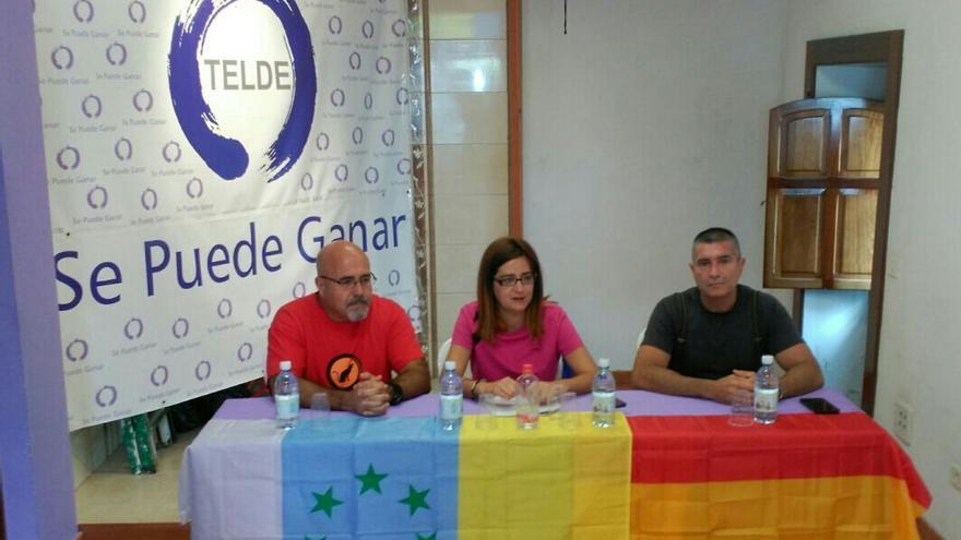 Los miembros de Se Puede Ganar Telde y el presidente de la Asociación de Víctimas del Franquismo, Francisco González Tejera