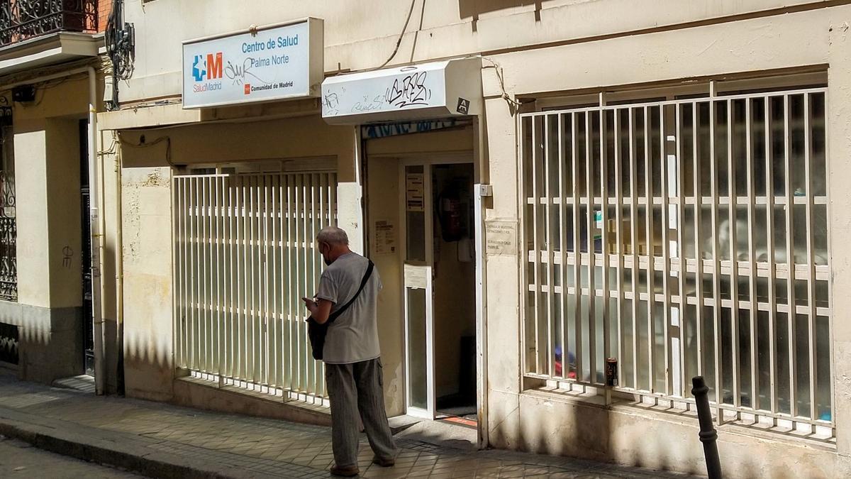 Entrada al centro de salud Palma Norte, en Malasaña