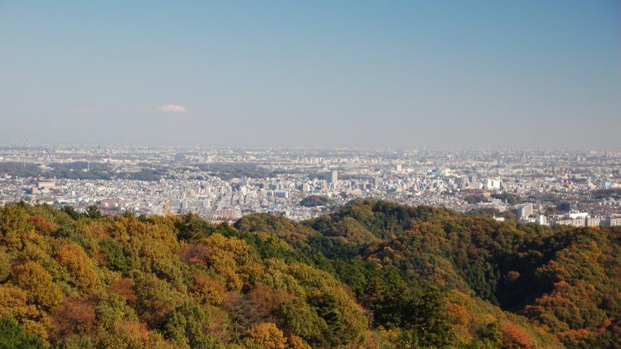 Desde las alturas del Monte Takao pueden verse los edificios de la vecina Tokio. Marufish