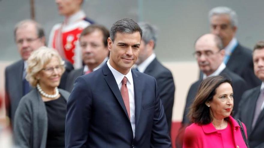 """Gritos de """"okupa"""" y petición de elecciones a Sánchez en el desfile del 12-O"""