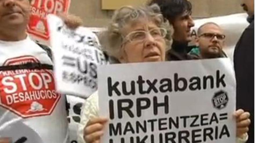 Concentración de protesta en San Sebastián por la aplicación del IRPH.