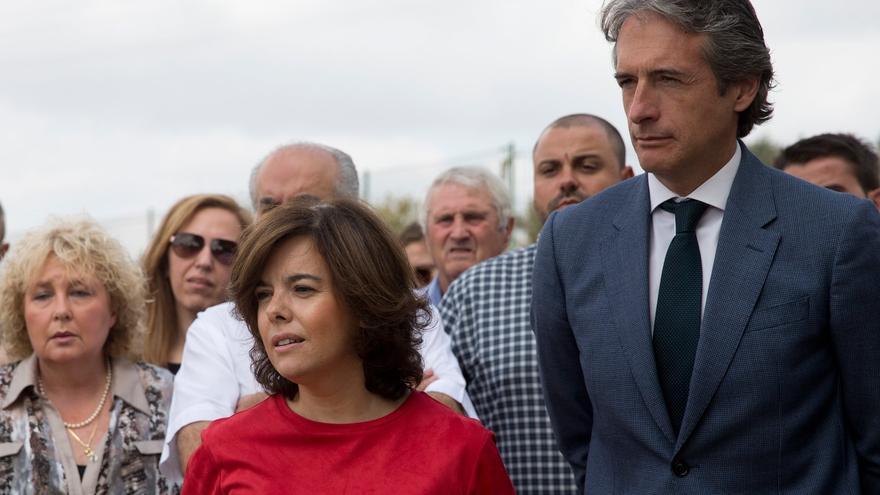La vicepresidenta Soraya Sáenz de Santamaría junto al ministro Íñigo de la Serna en Benissa