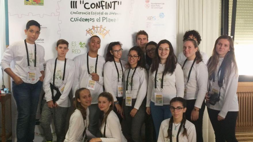 En la imagen,la delegación de estudiantes de Secundaria de Gran Canaria, La Palma, Lanzarote, Tenerife y Fuerteventura representa a Canarias en la 'III Conferencia Internacional Infanto-Juvenil-Cuidemos el Planeta (Confint)'.