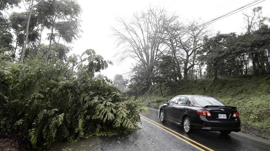 Onda tropical afectó Pacífico sur de Costa Rica, autoridades piden precaución