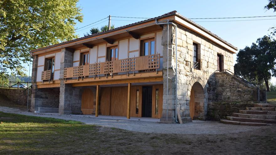 Casa-Escuela de Vioño de Piélagos rehabilitada.