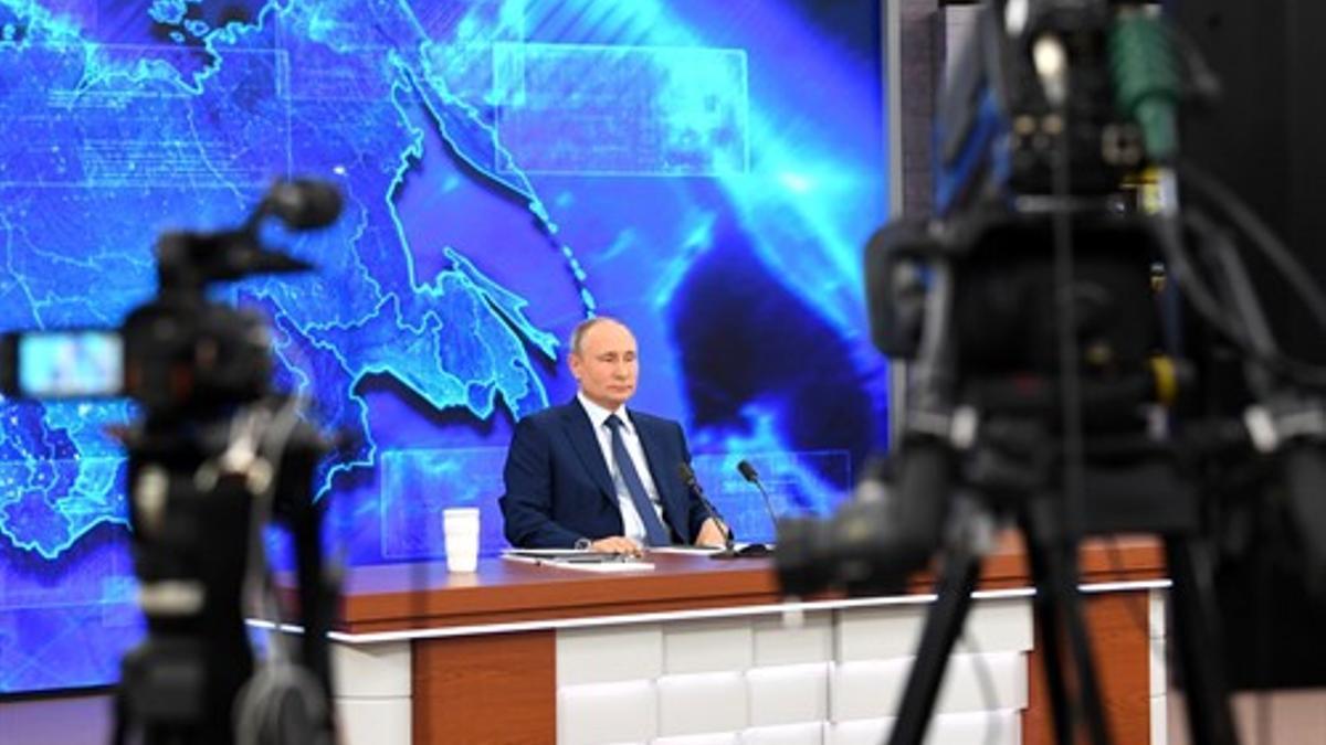 Putin comparece en la rueda de prensa anual con los medios en diciembre de 2020.
