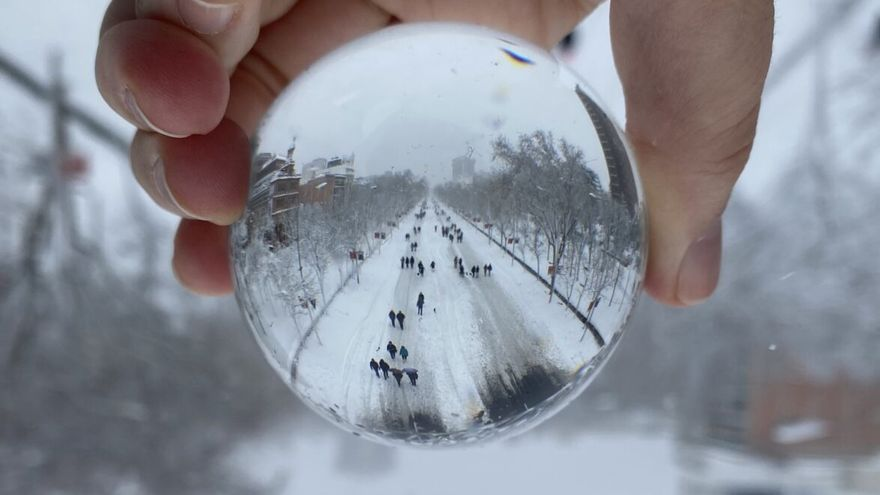 La mejor fotografía del temporal Filomena en Madrid: pista de esquí en La Castellana