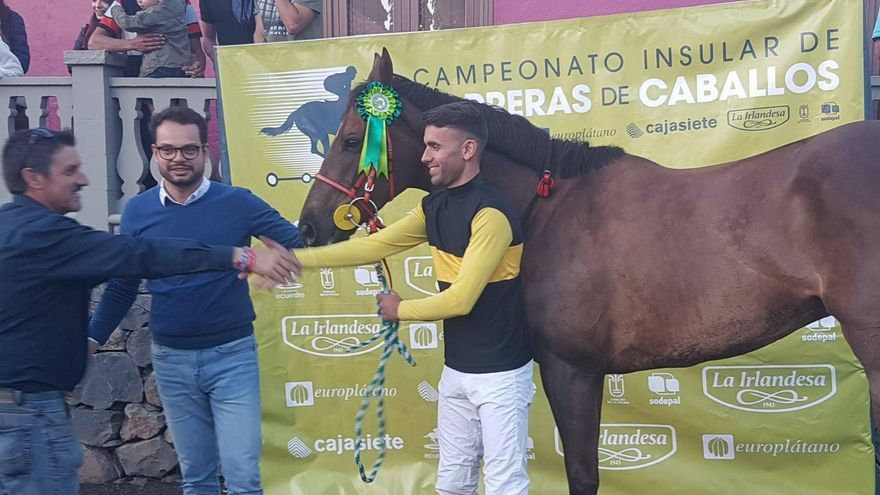Clasificado:  Jinete Eliecer con el caballo Mou The Special.