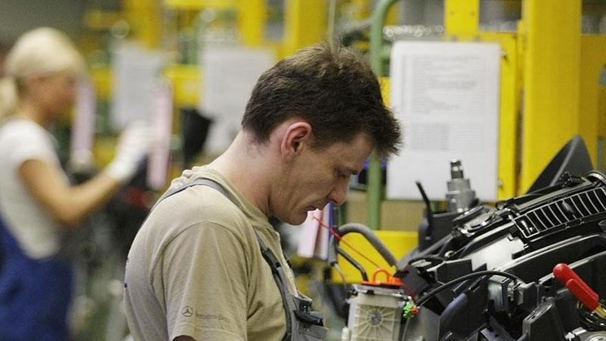 Trabajador del sector de la automoción.