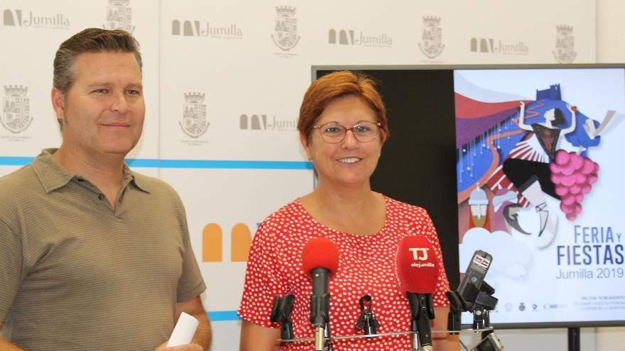 El concejal de Festejos, José Antonio Jiménez, y la alcaldesa de Jumilla, Juana Guardiola.