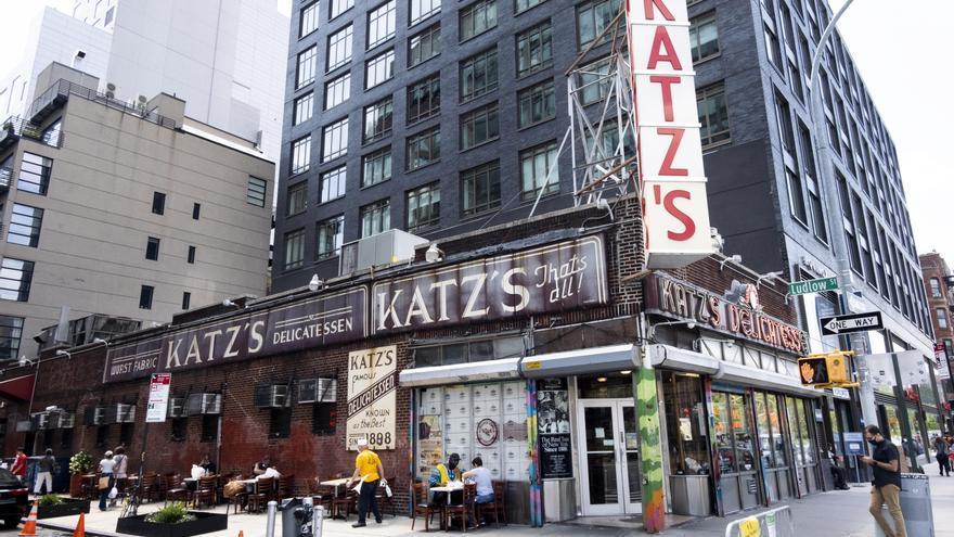Nueva York reabre algunas atracciones turísticas con limitaciones y cautela