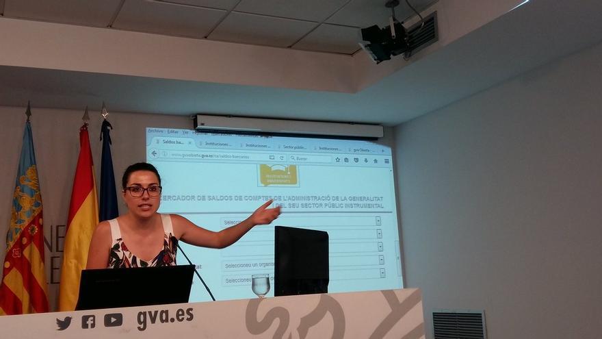 La directora general de Trasparencia, Aitana Mas, en la presentación del portal de transparencia de la Generalitat.