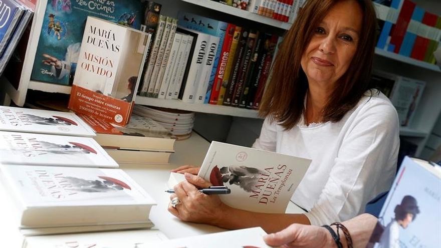 """La más reciente novela de la española María Dueñas llegará """"tarde o temprano"""" a la televisión"""