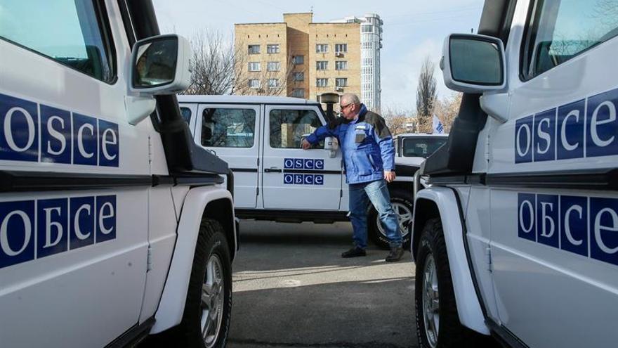 Muere un observador de la OSCE en explosión al paso de convoy en Lugansk
