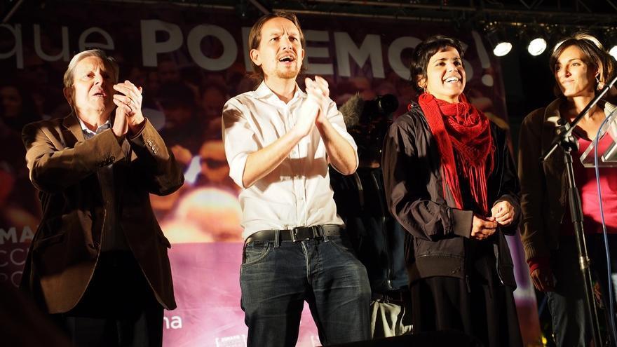 Pablo Iglesias, Teresa Rodríguez y Carlos Jiménez Villarejo, en un acto electoral de Podemos