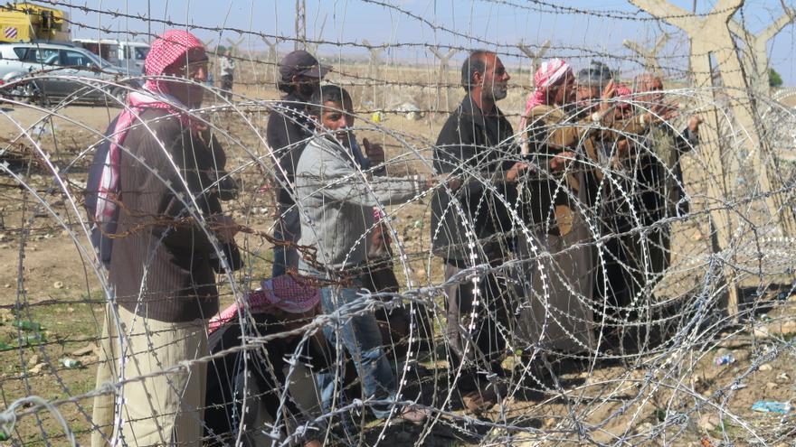 NOVIEMBRE. El ACNUR advirtió de un déficit de financiación de 58,45 millones de dólares en su presupuesto para prestar asistencia a personas refugiadas e internamente desplazadas que huían de los conflictos de Siria e Irak. Al terminar el año, unos 4 millones de personas habían huido del conflicto de Siria. Estados Unidos y Europa siguen sin proporcionar reasentamiento a la gran mayoría. © AI