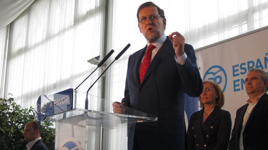 """Rajoy avisa al PSOE que le """"están mojando la oreja"""" y a C's que si va contra el PP """"se va a quedar en muy poquito"""""""
