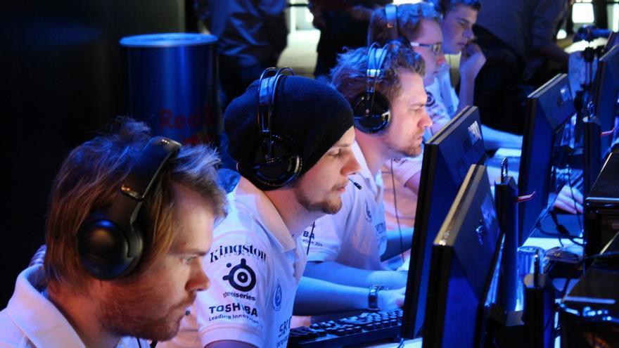 e-Sports El nivel de coordinación que requiere un campeonato de Counter Strike supera cualquier tipo de expectativa.