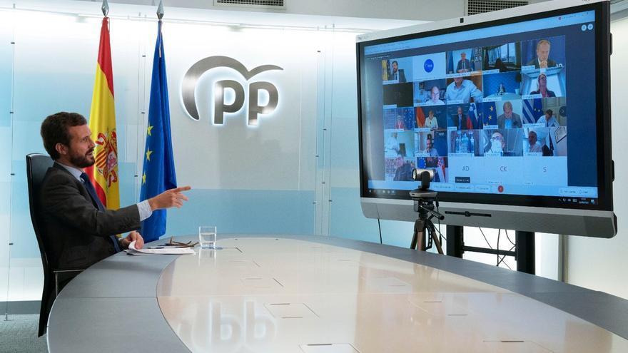 Pablo Casado durante la cumbre del EPP telemática, en la sede de Génova
