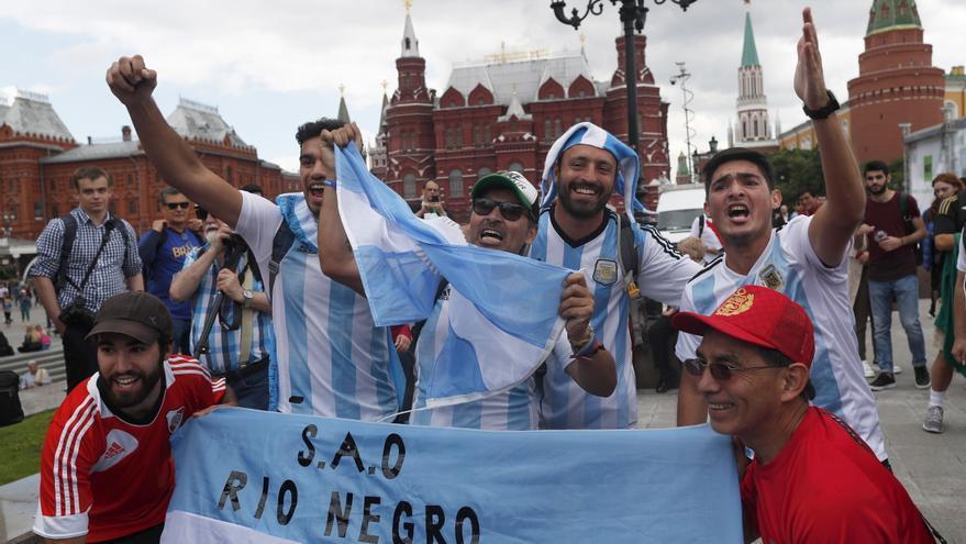 Seguidores de la Selección de Argentina en el centro de Moscú / EFE/EPA/RUNGROJ YONGRIT