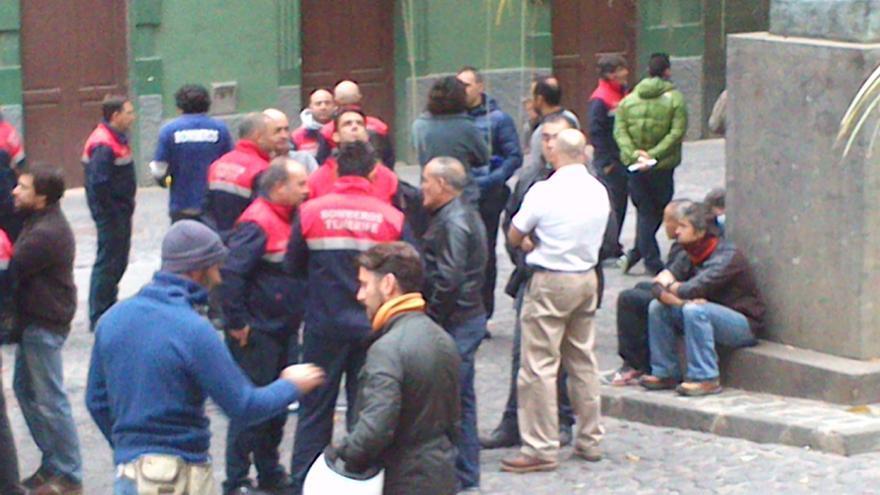 El Cabildo de Tenerife pide año y medio de cárcel para los bomberos que lo asaltaron en 2005