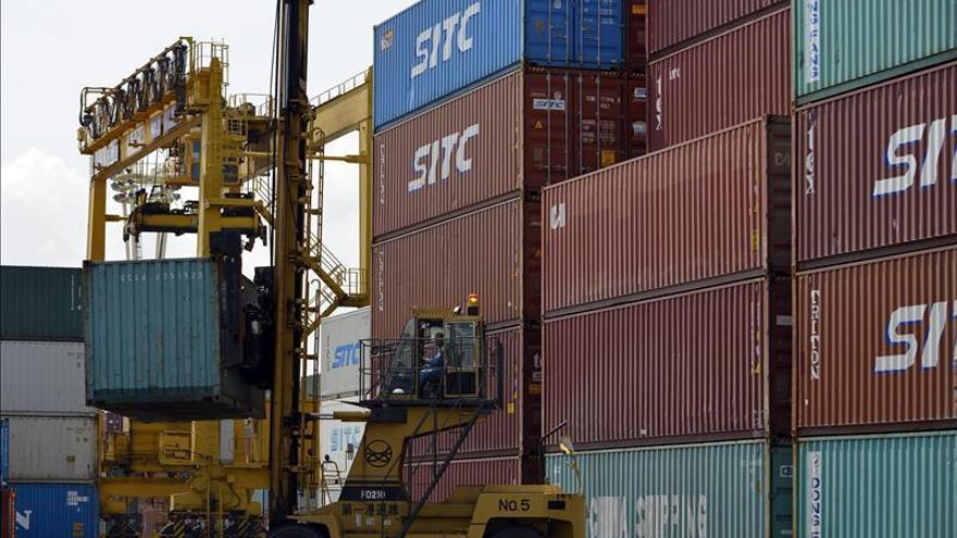 La CE rebaja de nuevo el crecimiento de la eurozona que caerá un 0,4 por ciento en 2013